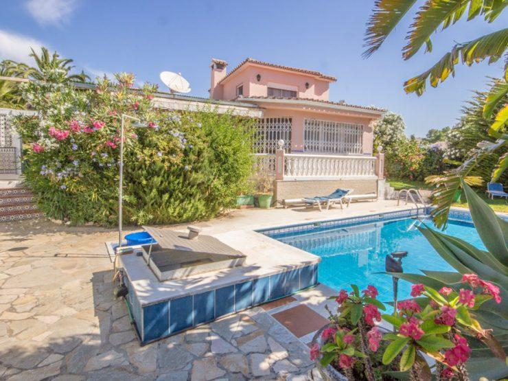 3 bedroom, 4 bathroom Villa for sale in Carib Playa, Marbella