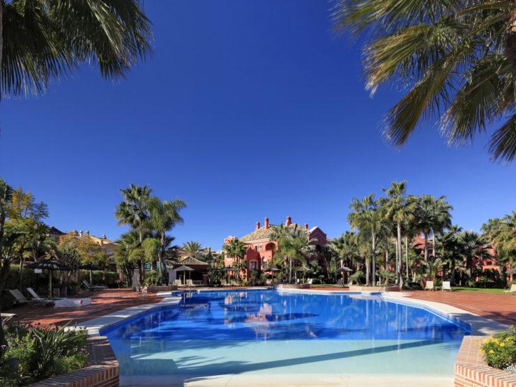 3 bedroom, 3 bathroom Apartment for rent in Puerto Banus, Marbella