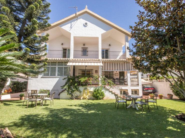 5 bedroom, 3 bathroom Villa for sale in Las Chapas, Marbella