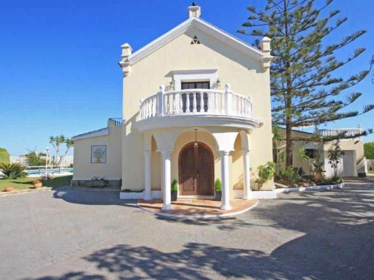 5 bedroom, 6 bathroom Villa for sale in El Rosario, Marbella