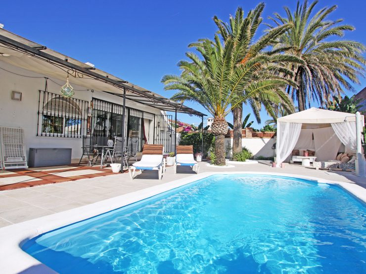 Villa in Costabella 100 metres from the beach
