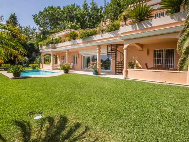 Elegant family Villa first line Golf, Rio Real