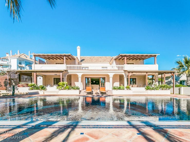 Luxurious Beachside Villa in Las Chapas