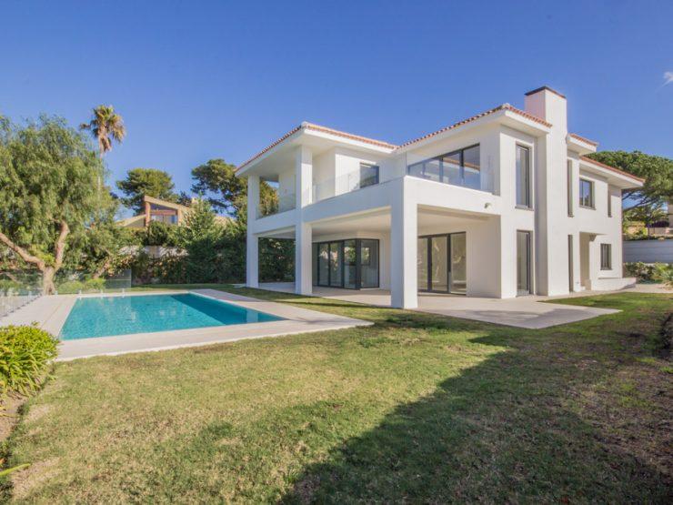 New Villa with panoramic sea views in Artola