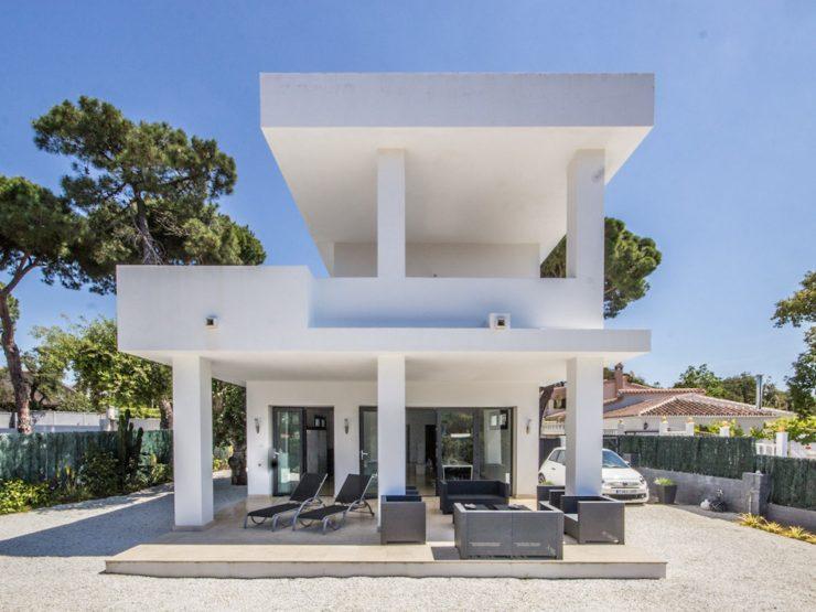 contemporary Villa in Bosquemar