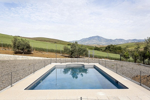 Excellent finca for nature and horse lovers set on a 30.000m2 plot