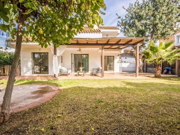 Beautiful Family Villa in Las Chapas Beachside