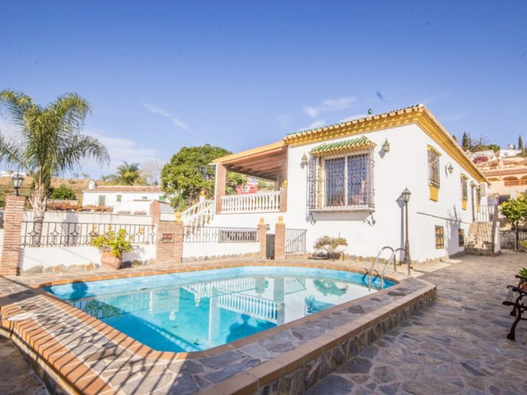 Charming villa walking distance to amenities in Coín
