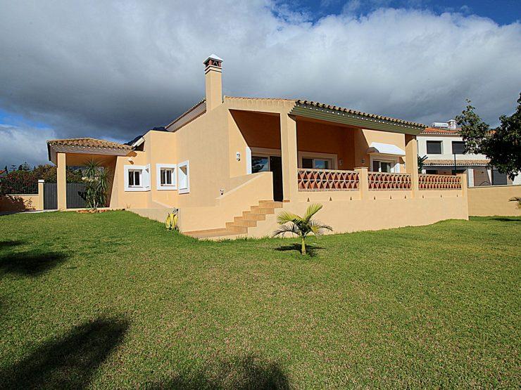 Bright villa near the old town of Marbella