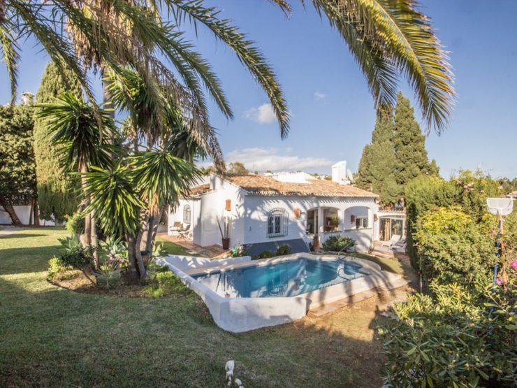 hermosa Villa de un solo nivel en el corazón de Calahonda