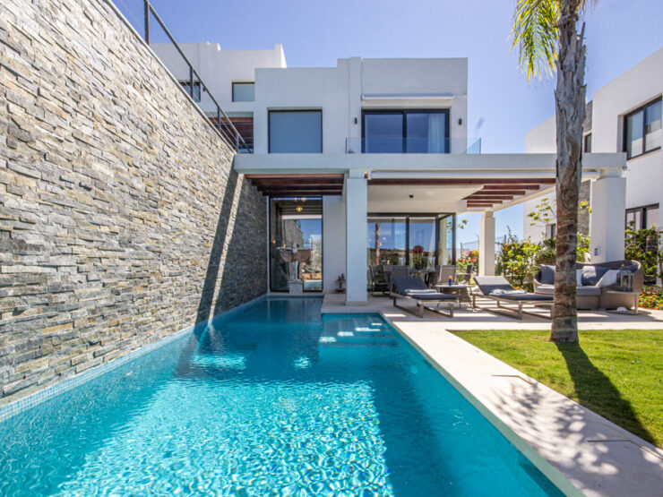contemporary semi detached house front line golf Cabopino